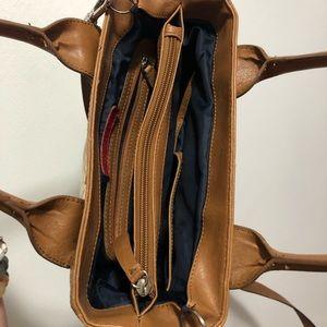 Tommy Hilfiger Bags - 3/$25 🌵 Tommy Hilfiger Crossbody Purse